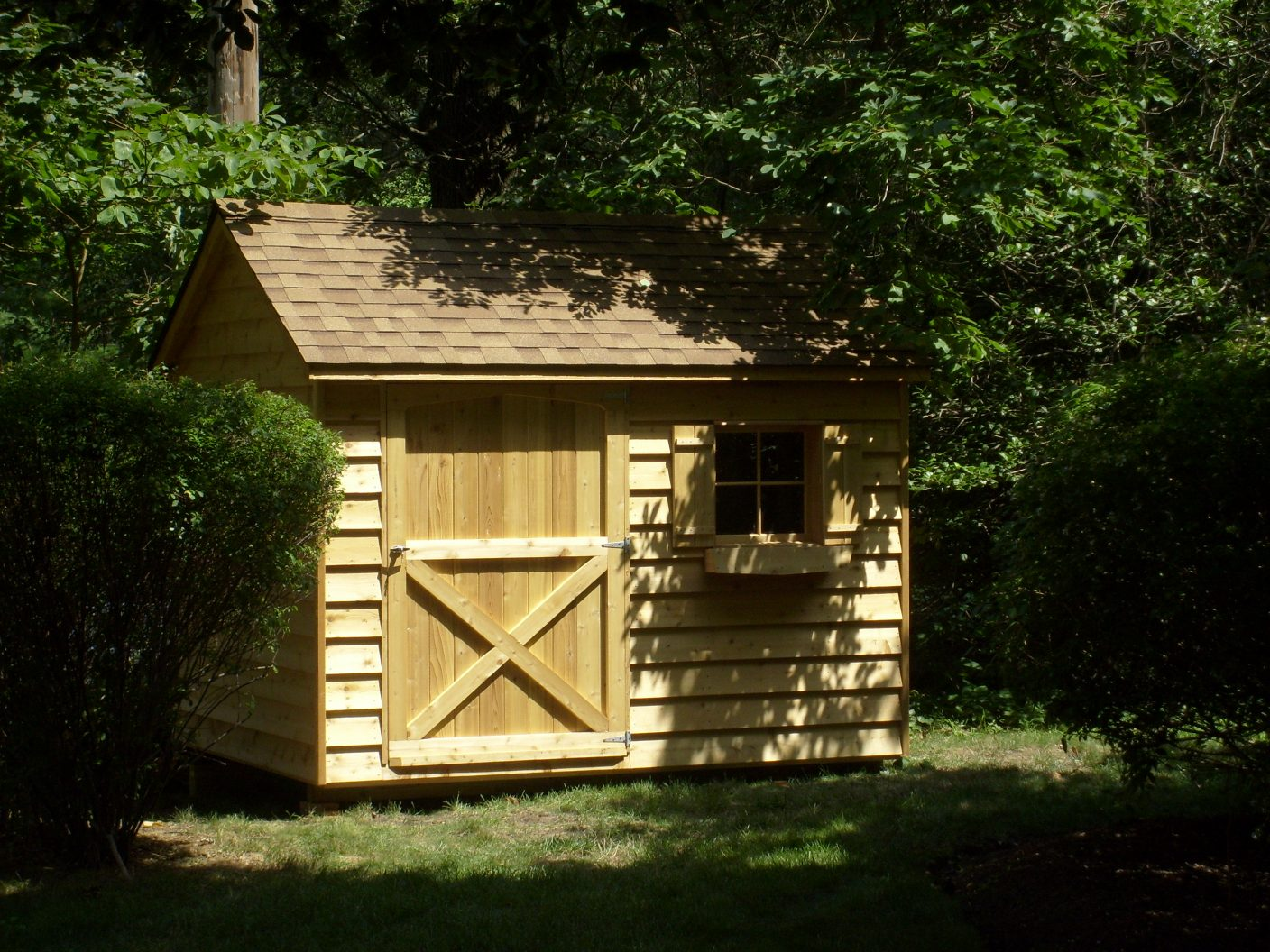 8x10 cedar gable 48 inch door, shakewood roof